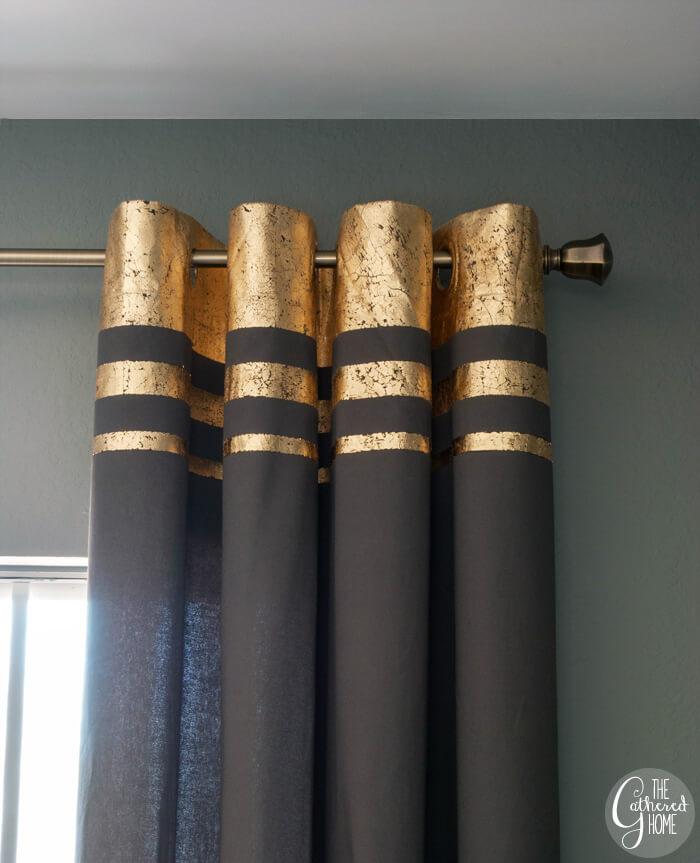Des bandes d'or audacieuses transforment un rideau