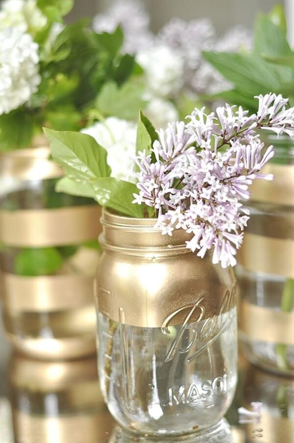 Bocaux Mason transformés en vases en or