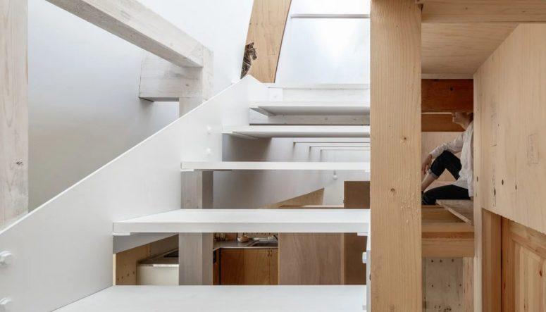 Comme dans toutes les maisons japonaises, vous pouvez voir des sous-niveaux ici et là