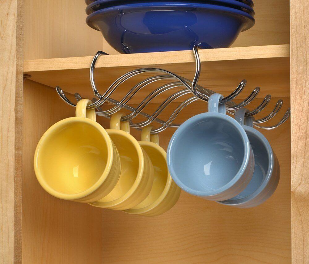 Support de tasse monté sur étagère de placard