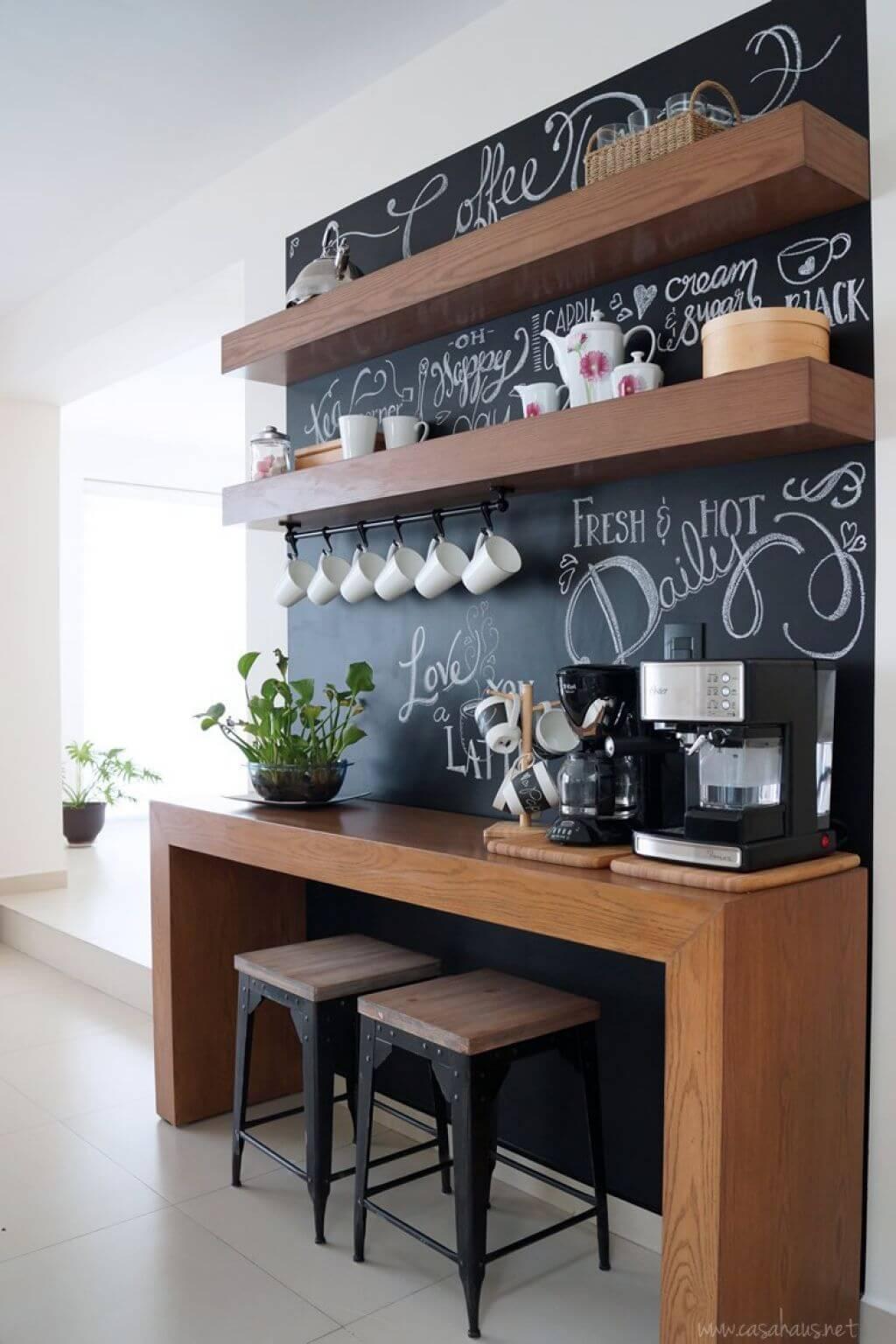 Rangement d'étagère flottante moderne avec toile de fond de tableau