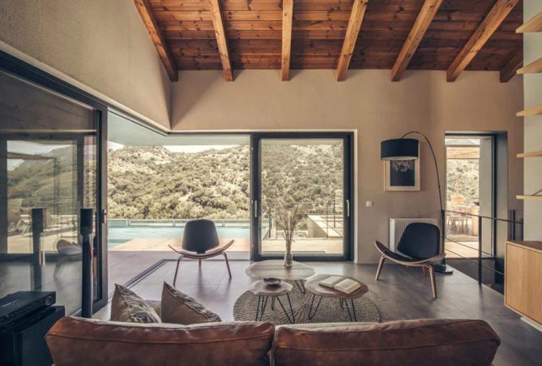 La pièce peut être complètement ouverte sur la terrasse