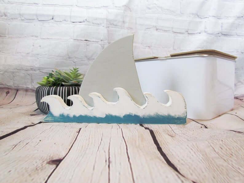 Vagues d'attaque de requin et décoration d'aileron de requin