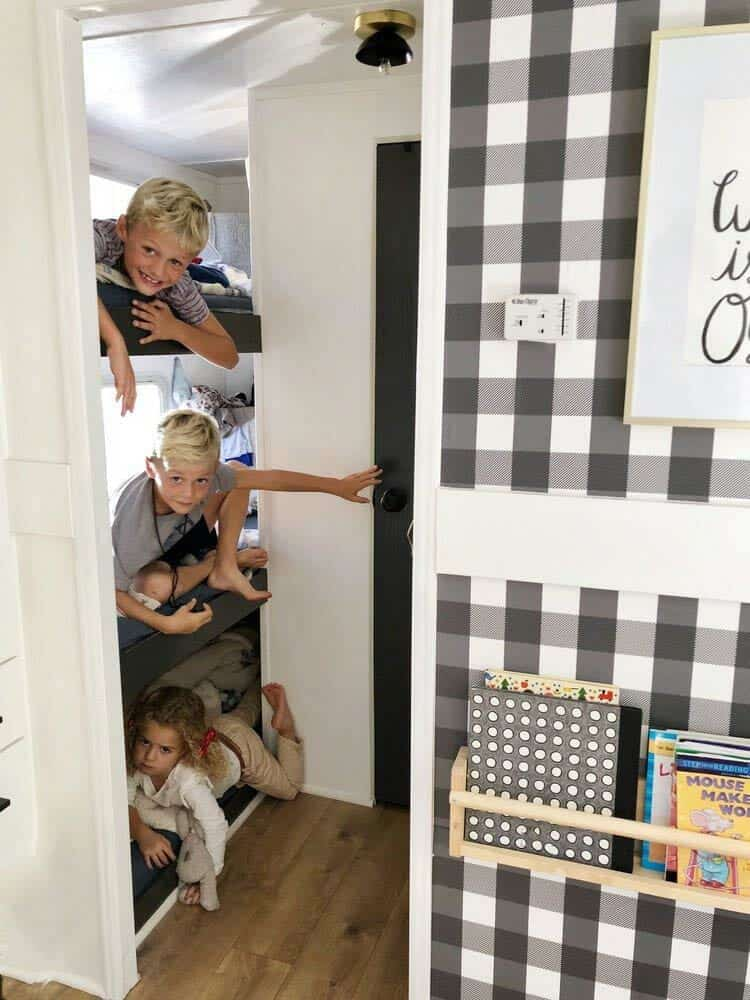 campeur-enfants-dortoir