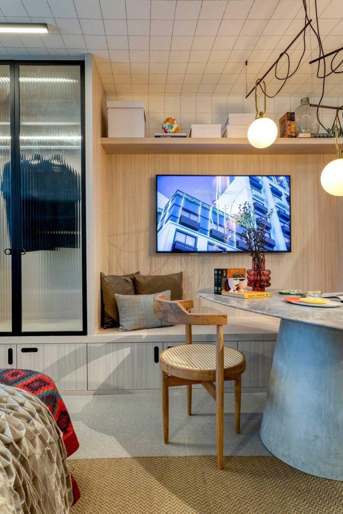 La niche avec rangement comprend une télévision, qui peut être retirée si vous souhaitez utiliser la niche pour vous asseoir