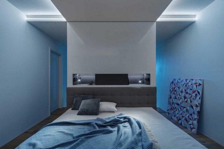 La chambre principale est très laconique et confortable