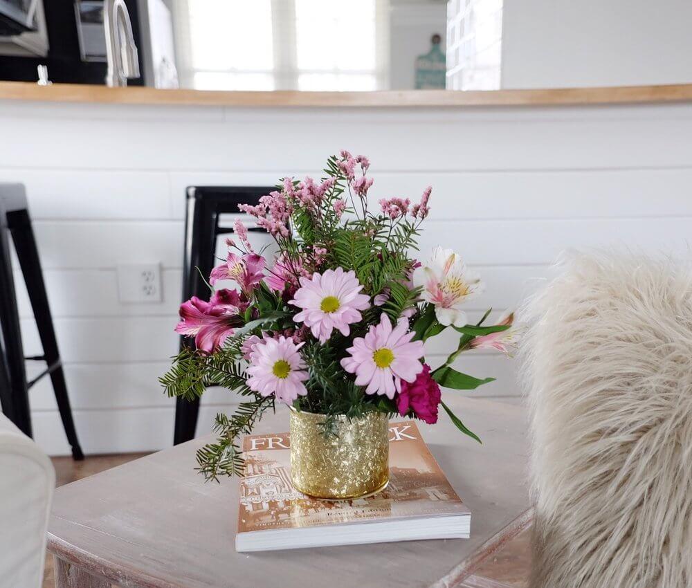 Vase à fleurs en métal recouvert d'or