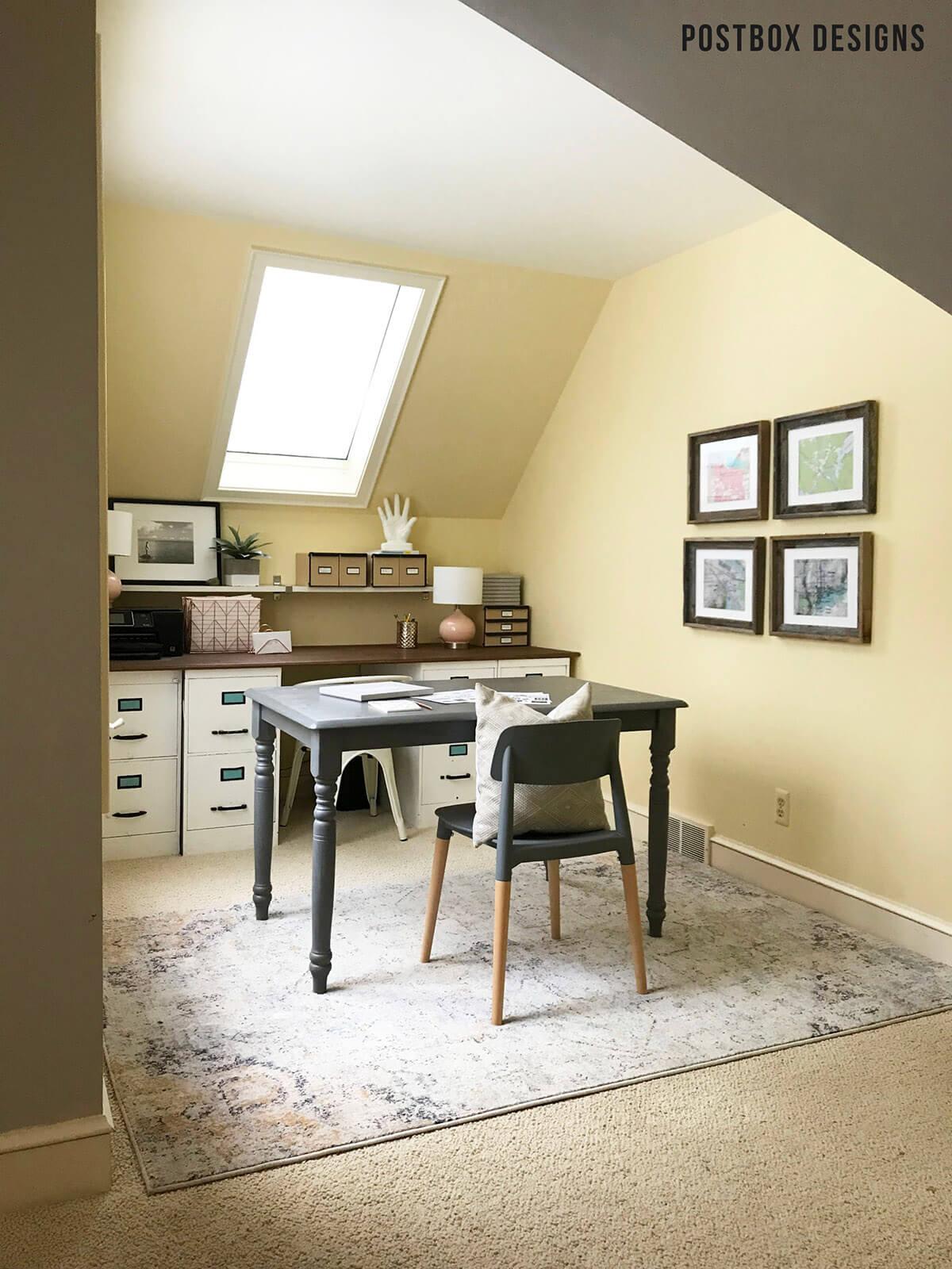 Préparez-vous pour le travail avec un grand bureau tourné gris pour petite ferme