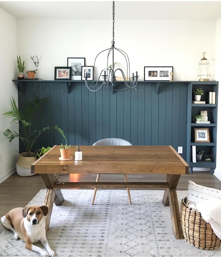 Bureau en bois profilé simple et solide avec espace de bureau mural d'accent