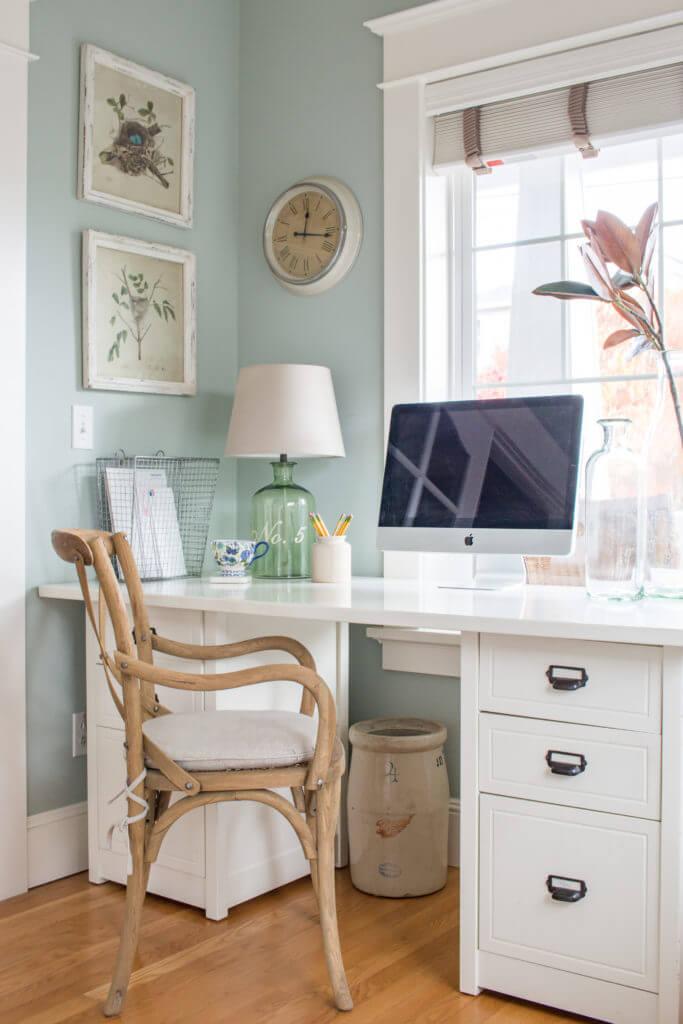 Style de bureau de ferme blanc classique avec décor de verre et de fil