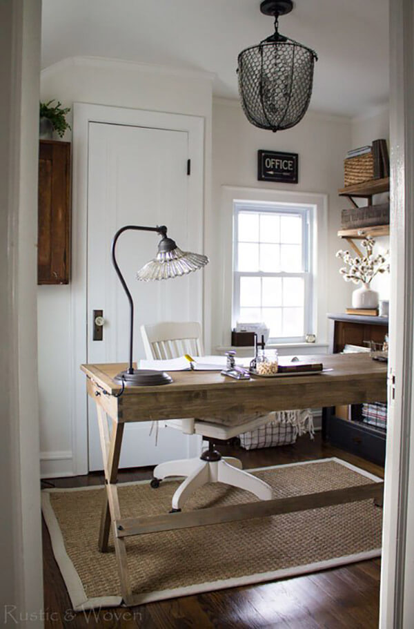 Meubles de ferme en bois simples et rustiques parfaits pour le bureau à domicile