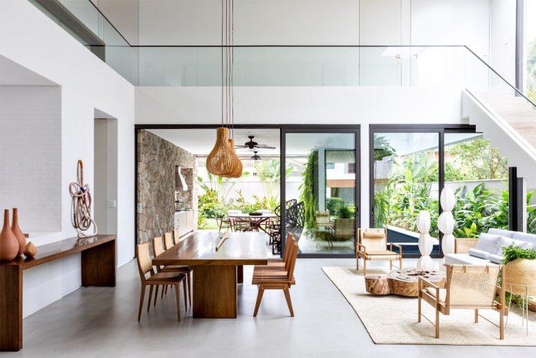 Les espaces intérieurs continuent à l'extérieur, les propriétaires ont juste besoin d'ouvrir des portes coulissantes