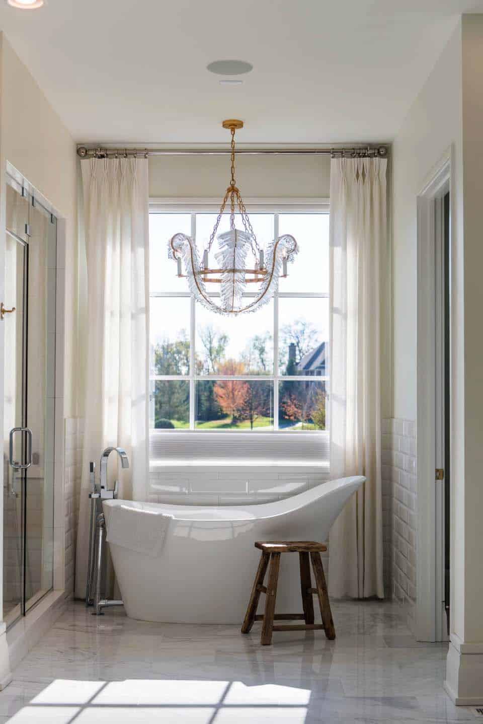maison-familiale-transitionnelle-salle-de-bain-principale-baignoire