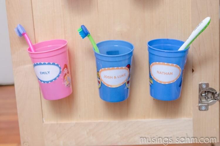 Tasses de brosse à dents en plastique personnalisées pour porte d'armoire