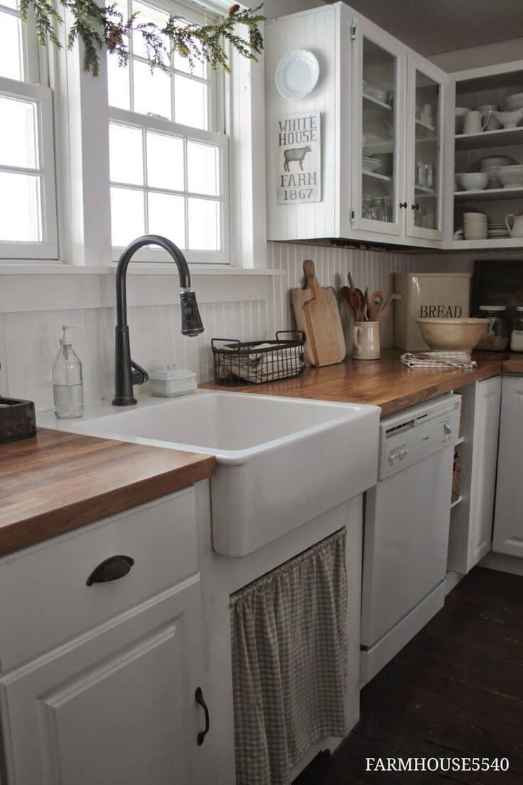 Évier de cuisine charmant avec rideau à carreaux