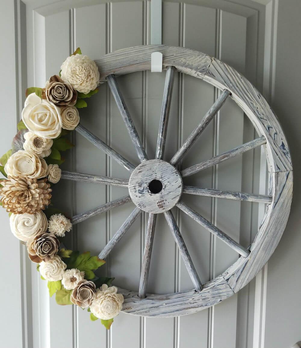 Belle couronne de roue de chariot de fleurs en bois fait à la main