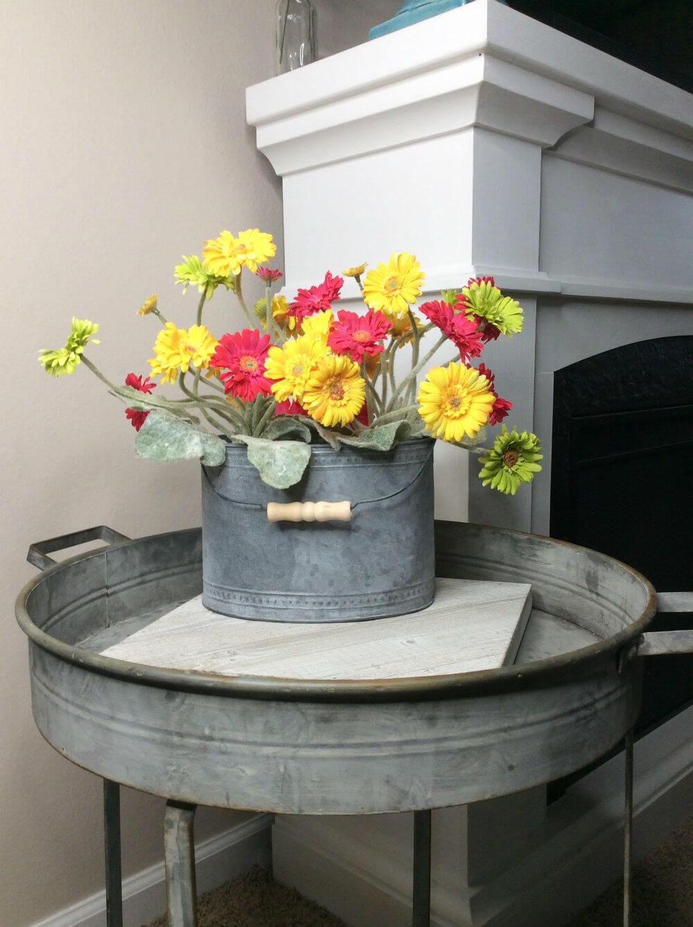 Bouquet de seau galvanisé brillant et estival