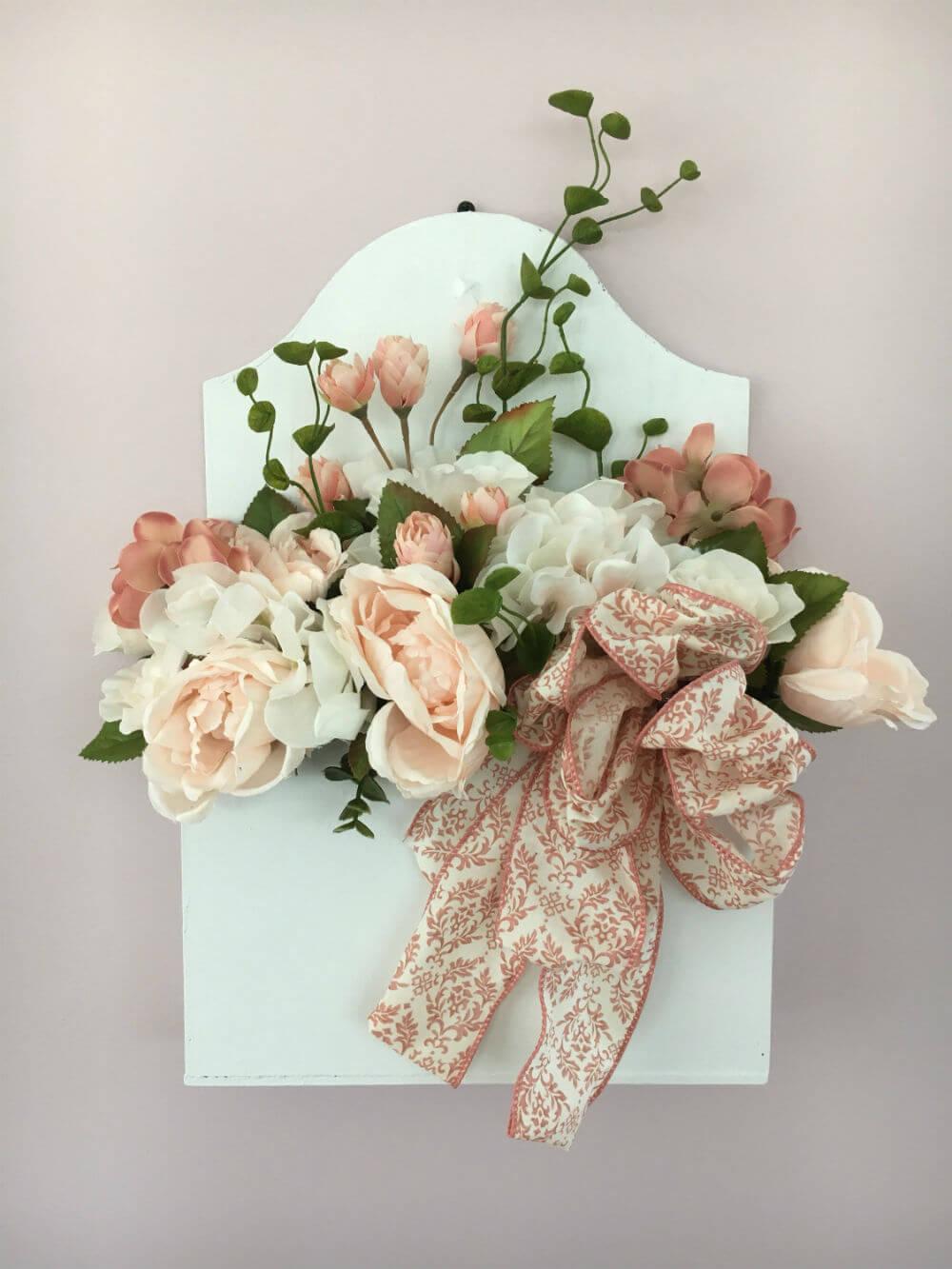 Une boîte de ferme de fleurs en soie délicate
