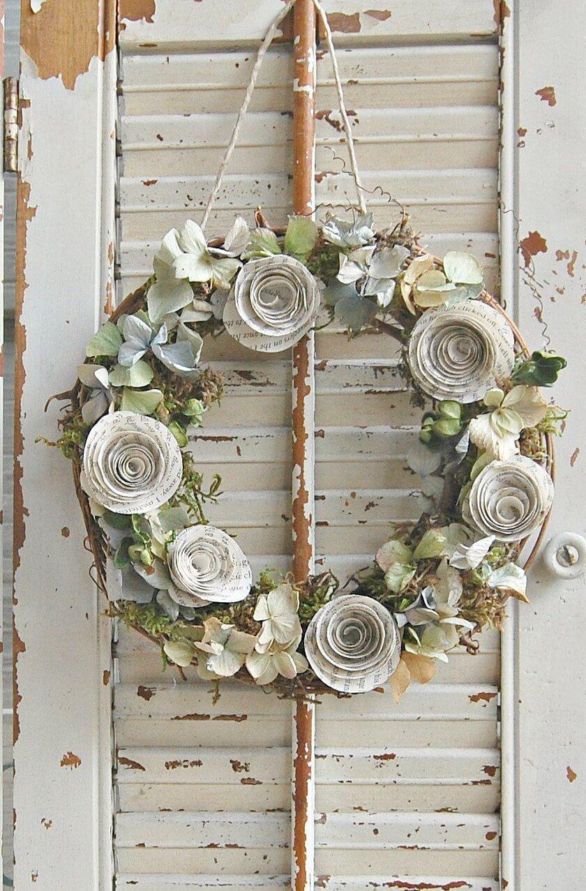 Couronne de fleurs séchées et de roses en papier