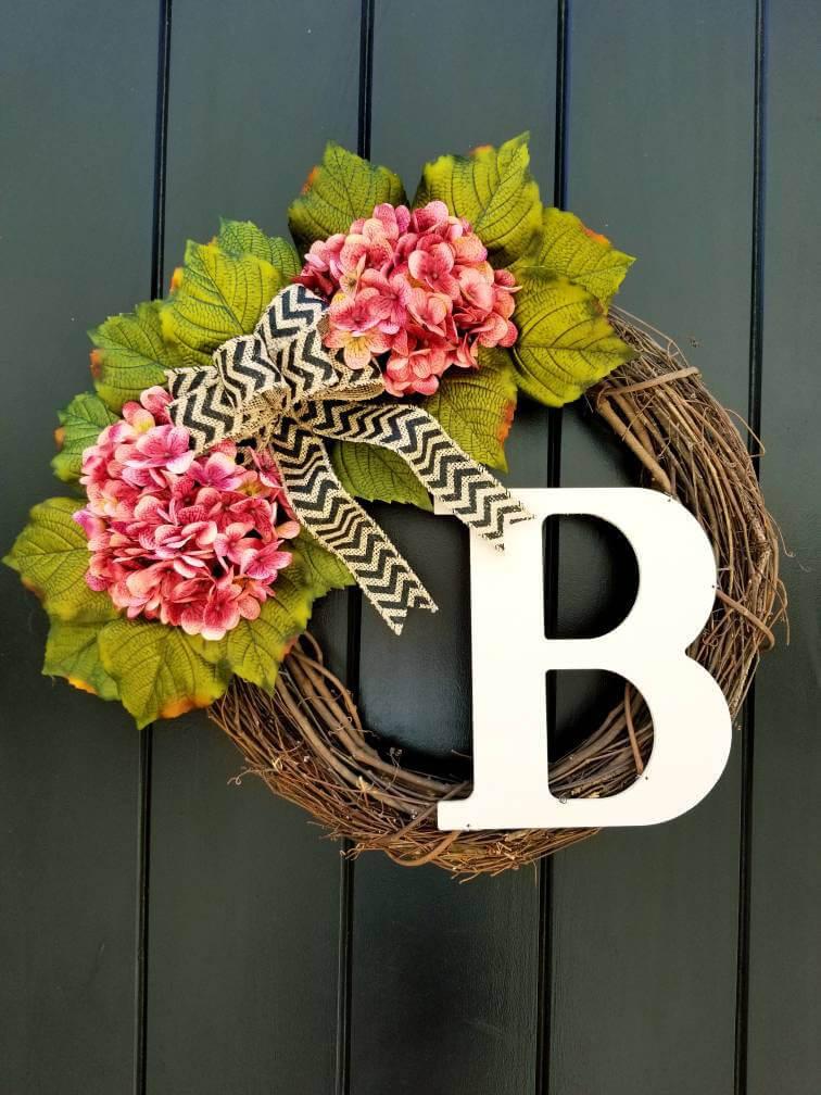 Couronne de porte monogramme brindille et fleur d'été