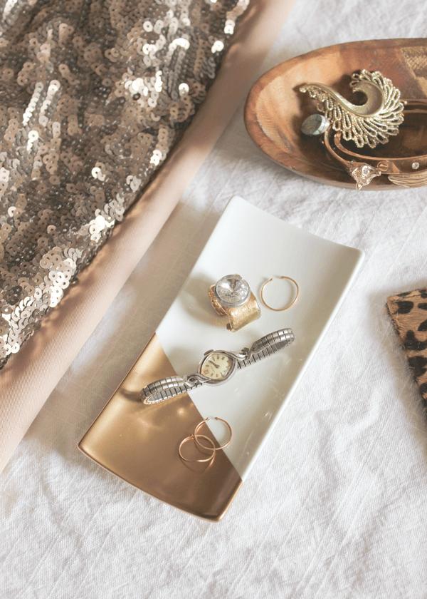 Organisez avec des plateaux à bijoux trempés en or