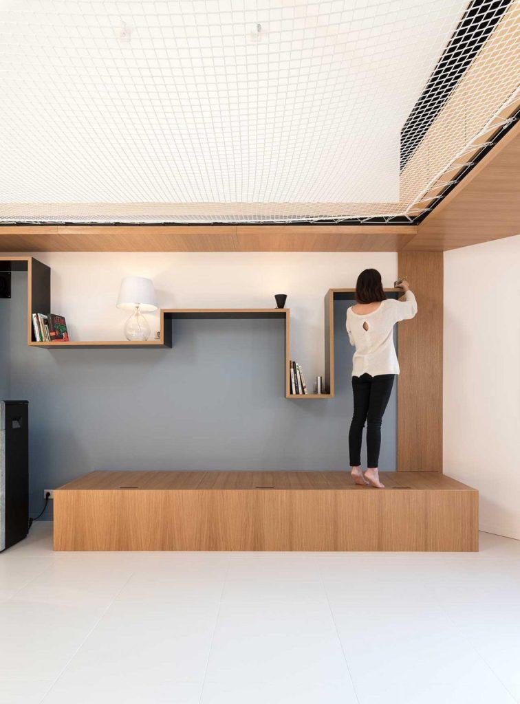 Le mobilier est simple, mais accrocheur et fonctionnel - chaque pièce ici a sa propre signification et son propre objectif