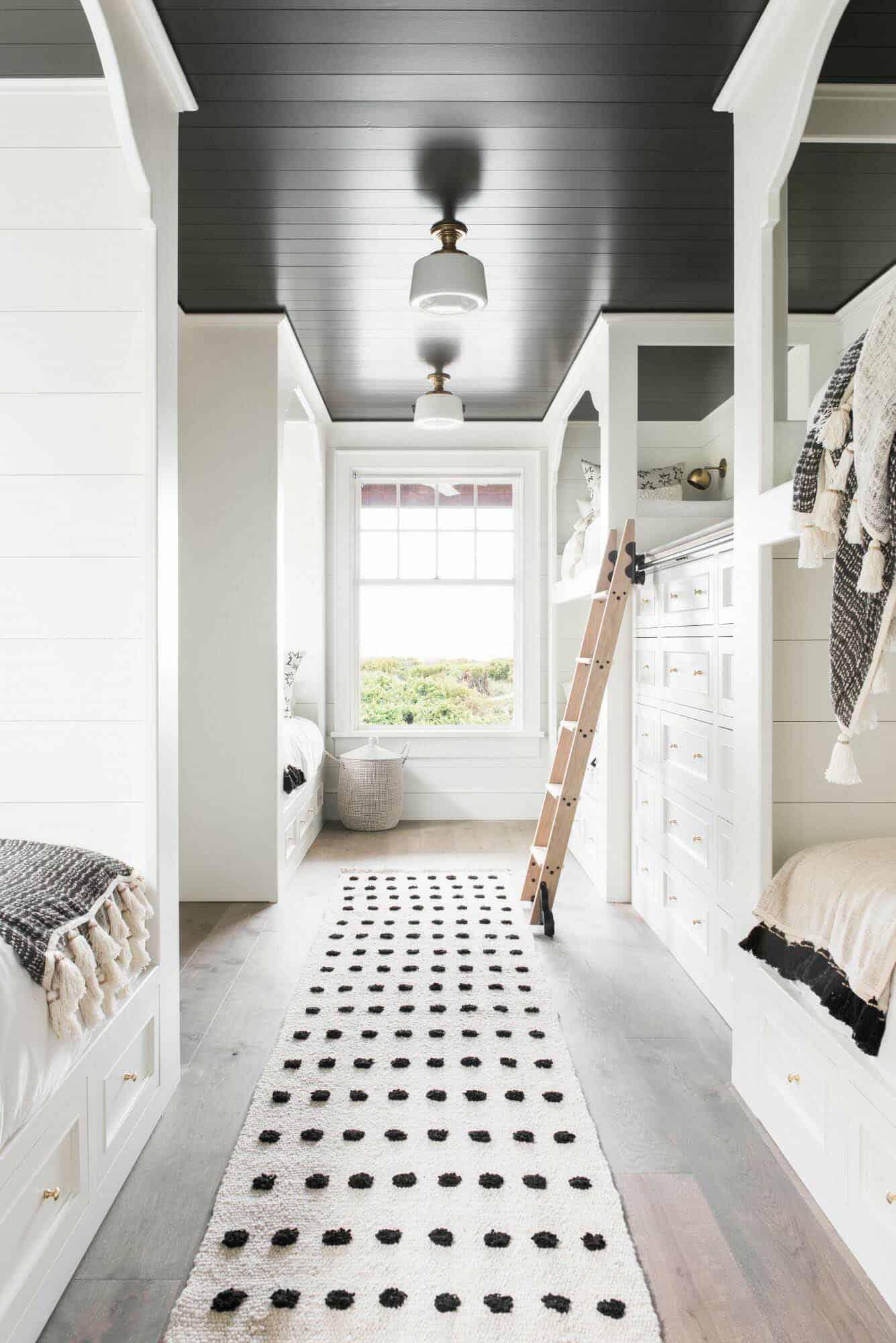 chambre avec lits superposés de style plage