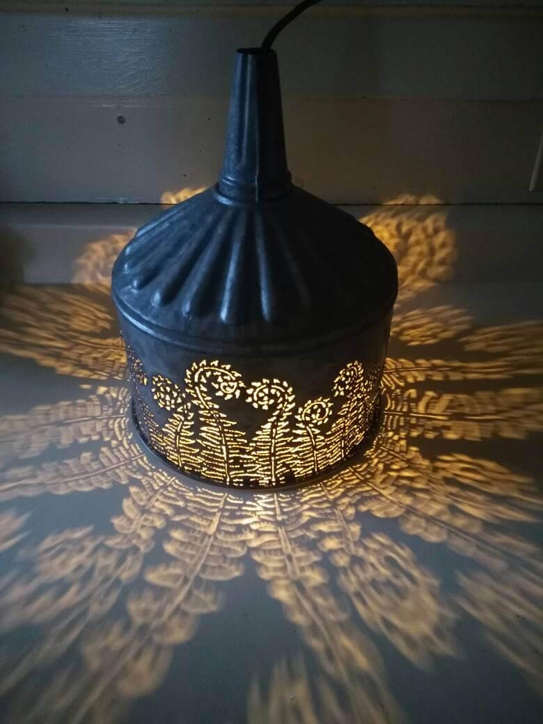 L'entonnoir à coupe torche rustique crée une veilleuse parfaite