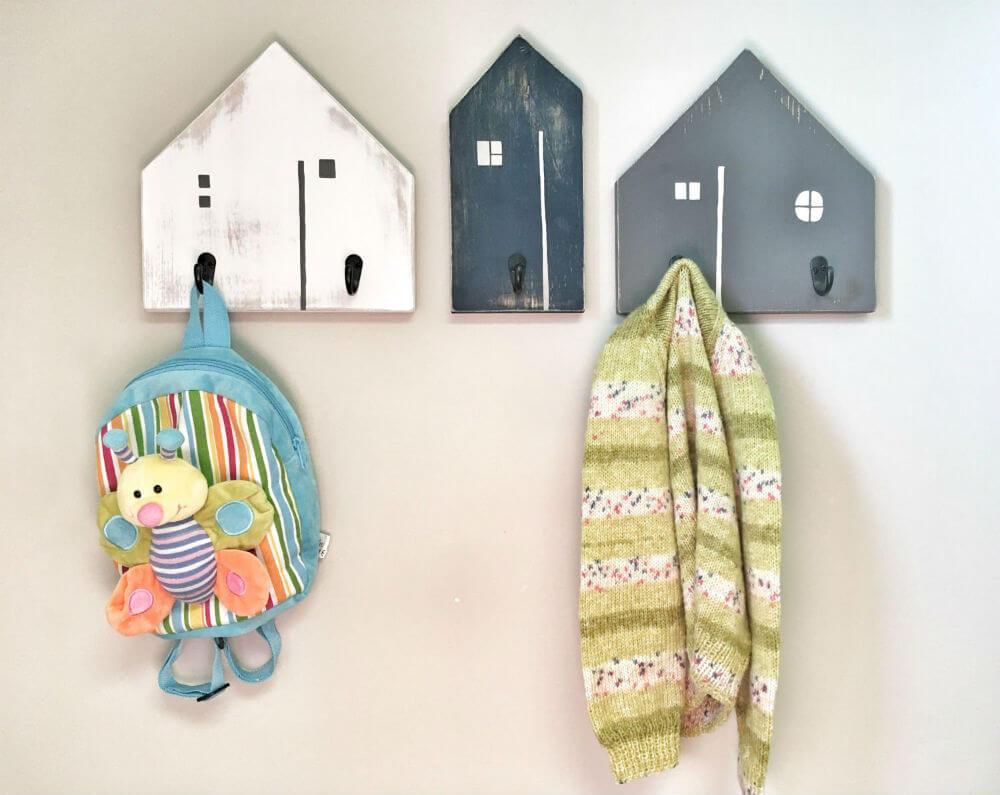 Crochets d'entrée de maison peints en bois