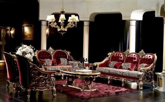 un salon gothique sophistiqué avec des rideaux noirs, des meubles en velours bordeaux, une table basse dorée et un lustre