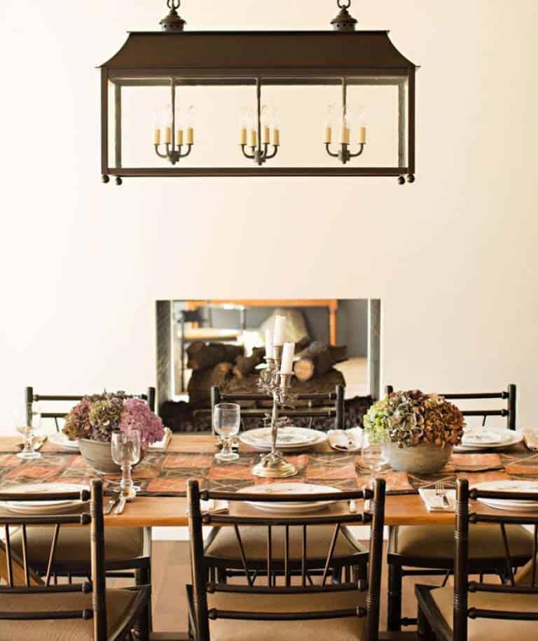 salle à manger rustique à la maison de montagne