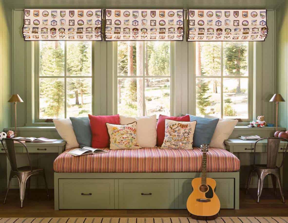 chambre à coucher de maison de montagne rustique