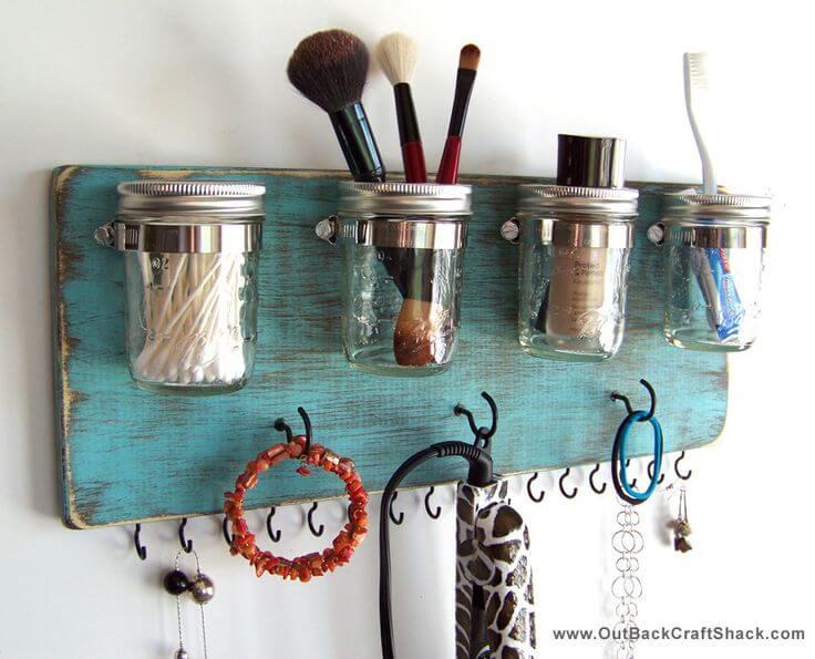 Organisation de salle de bain et de bijoux
