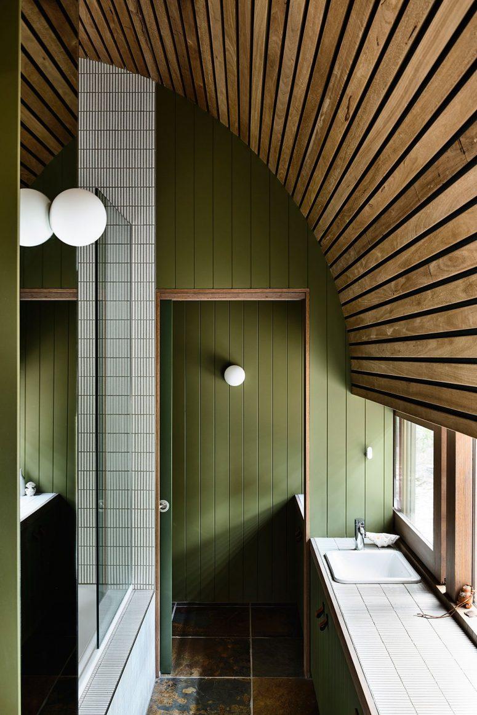 salle de bain avec douche vitrée