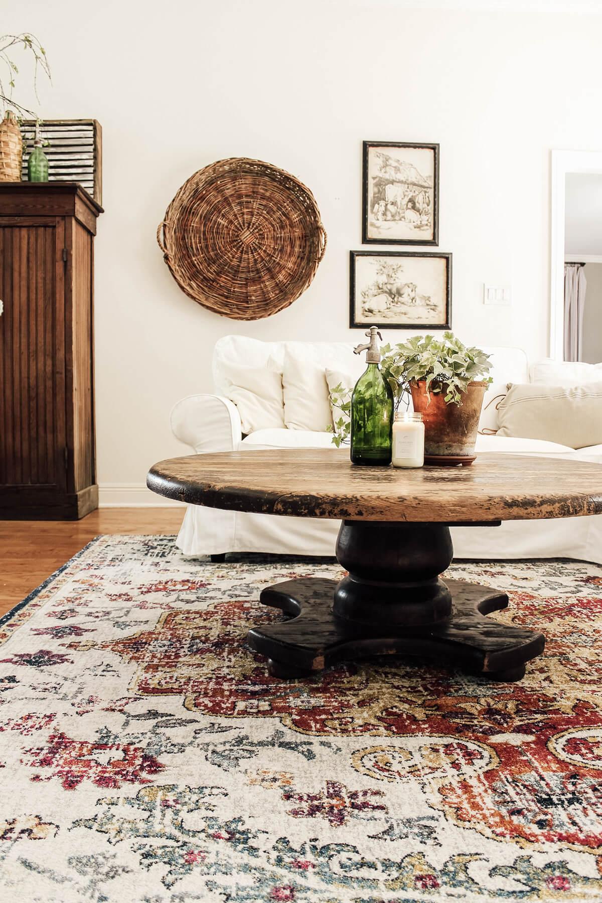 Centres de table en verre et poterie rustiques de l'Ancien Monde