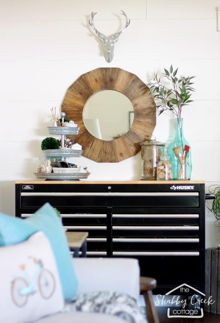 DIY Crafter's Corner avec rangement et miroir