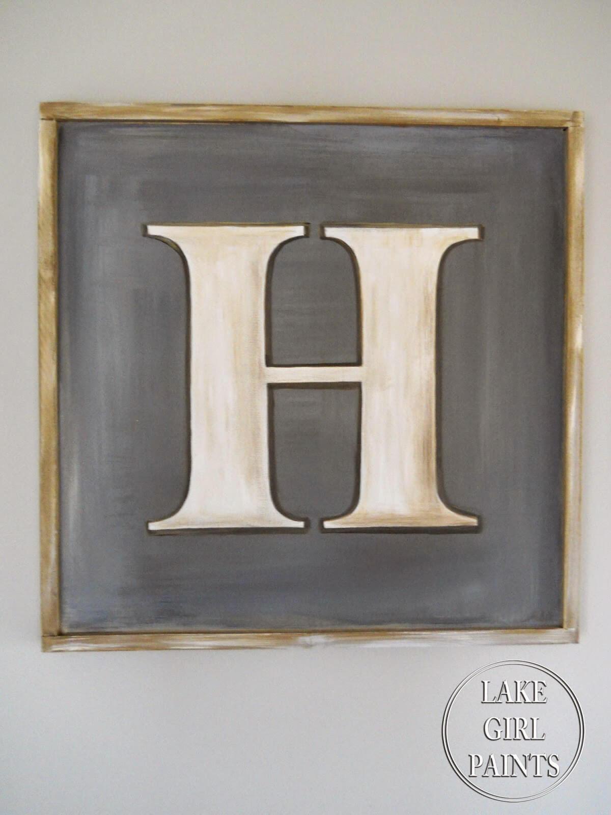Signe de lettre charmant et rustique peint à la main