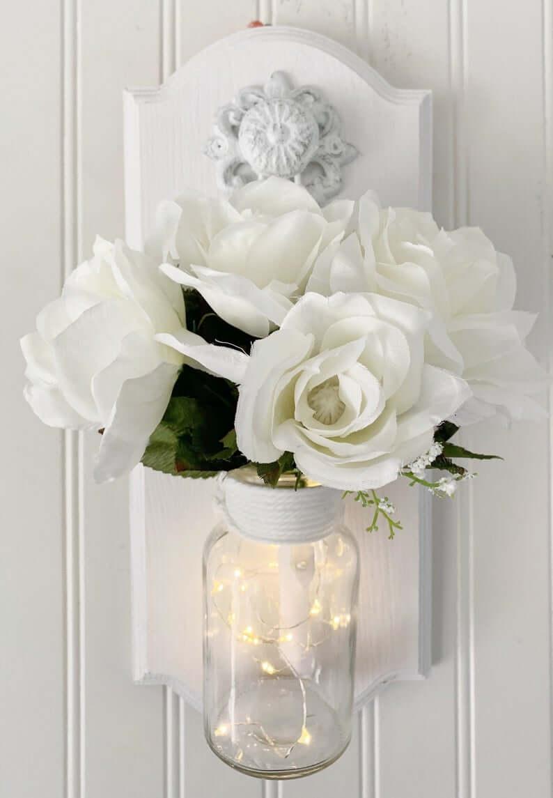Art de pot Mason rempli de bouquet blanc classique