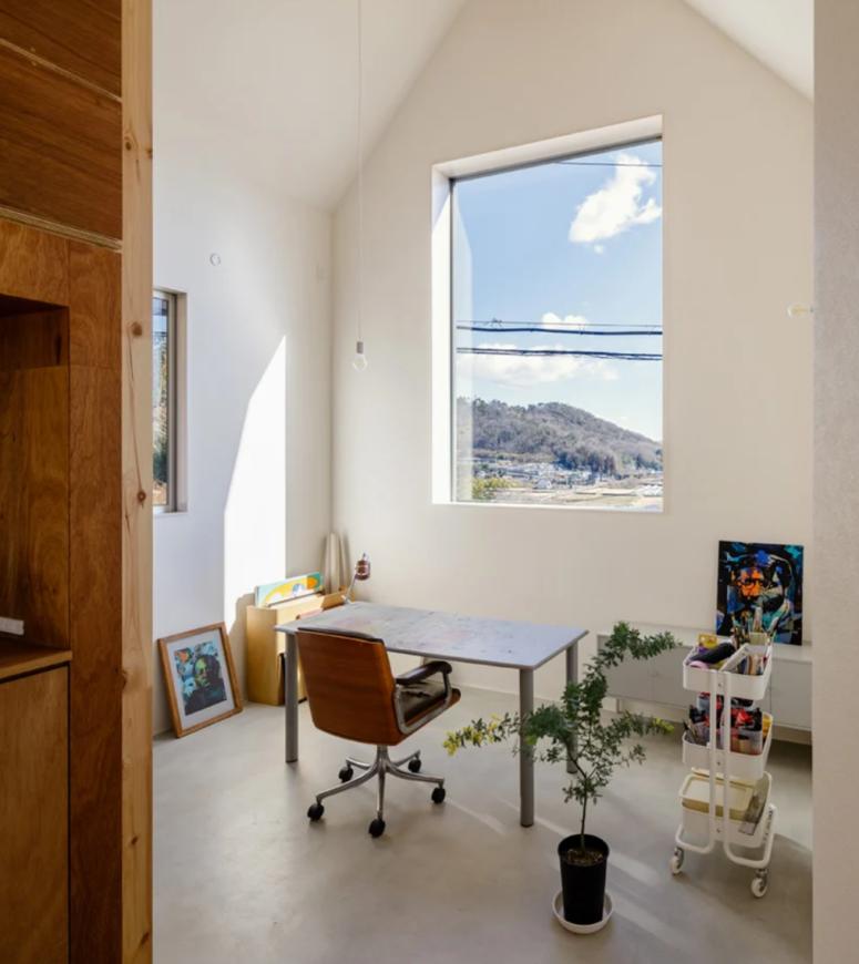 une petite conception de bureau à domicile avec vue