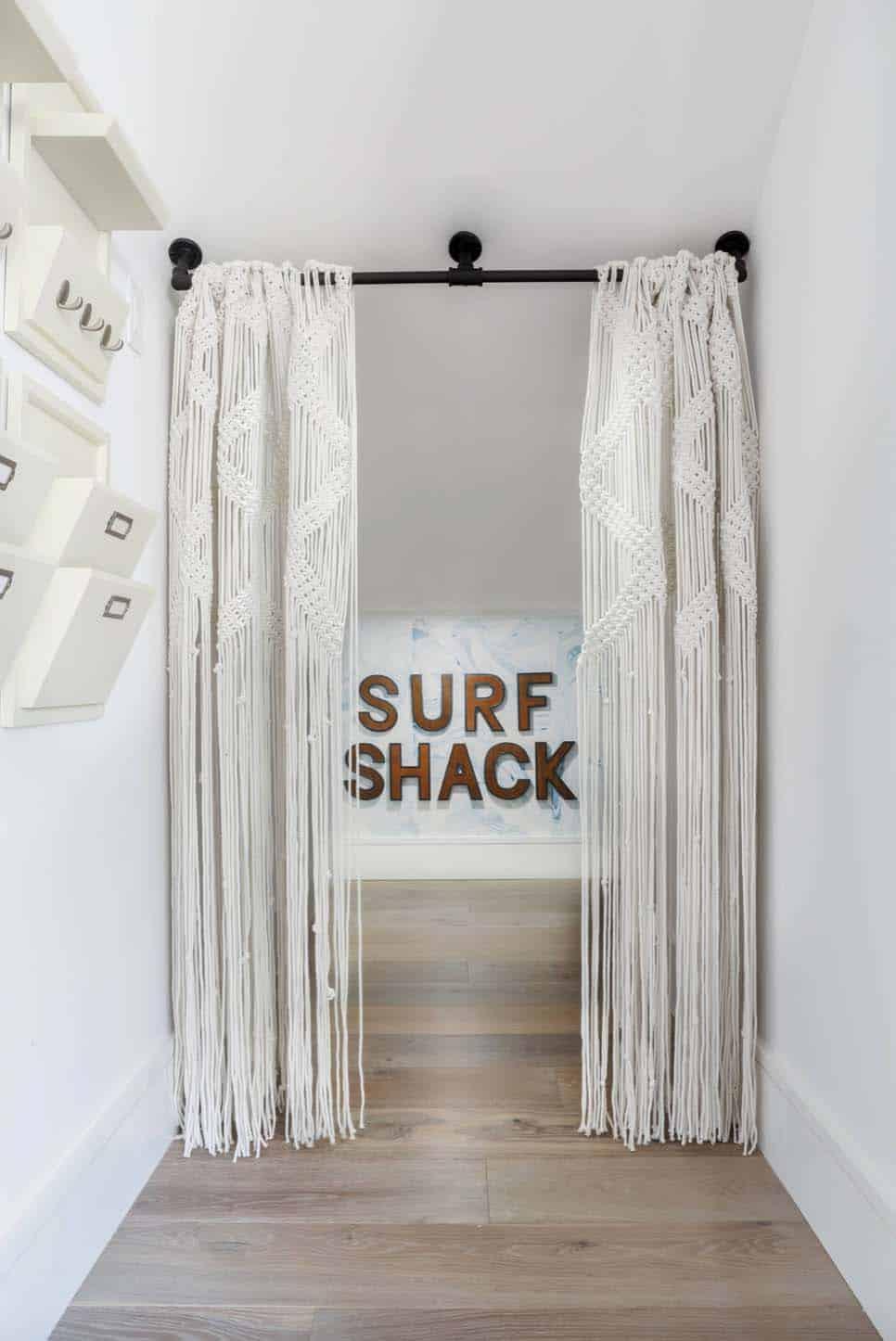 Beach Style Home-Brandon Architects-20-1 Kindesign