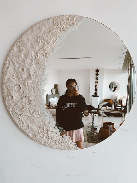 un miroir romantique de lune blanche est une décoration magnifique pour n'importe quel espace, et il apportera une sensation céleste à l'espace