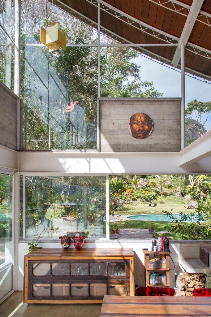 Les intérieurs sont réalisés avec une esthétique simple dépouillée