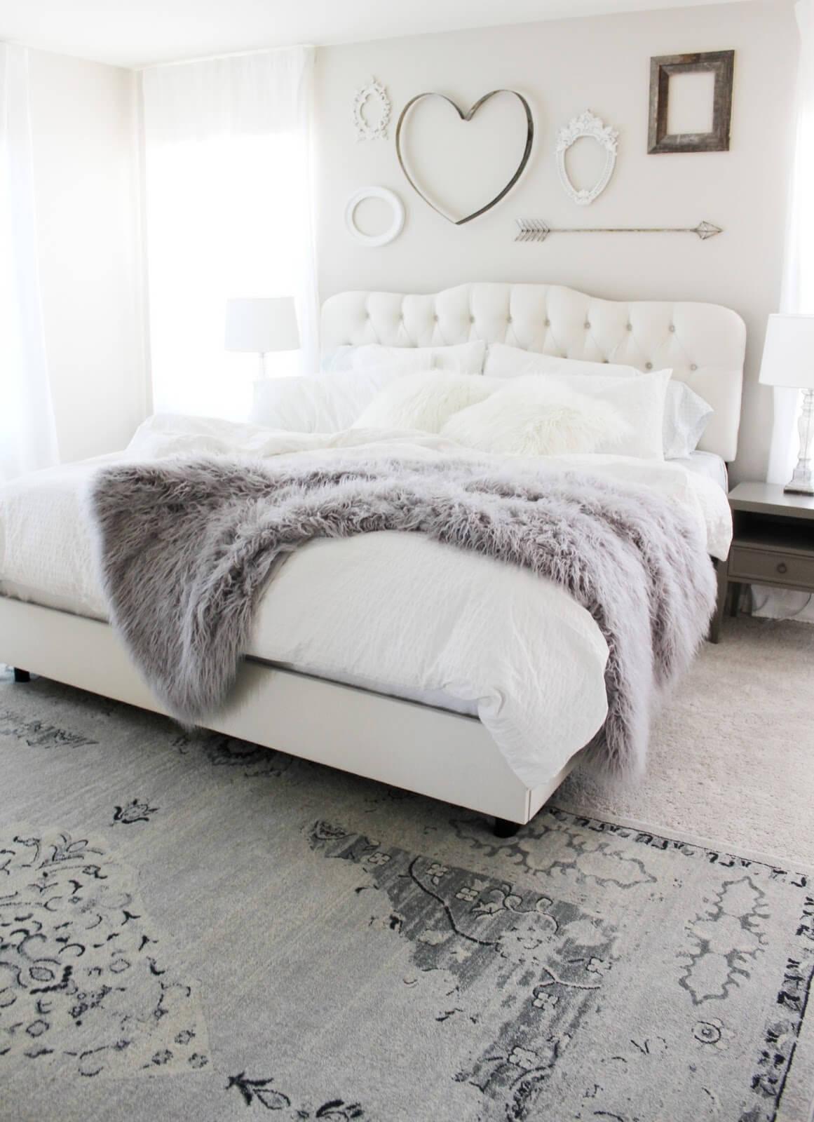Chambre à coucher en ivoire et fourrure Norwegian Hideaway