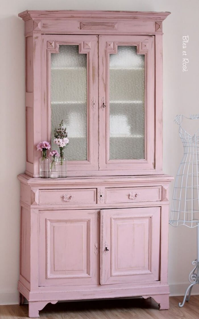 Armoire remise à neuf rose garde-manger