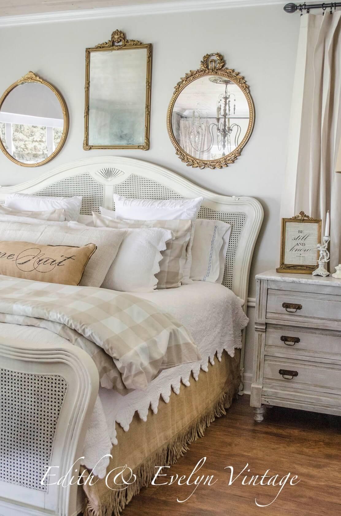 Trio de lits à miroirs multiples Vintage Parlor