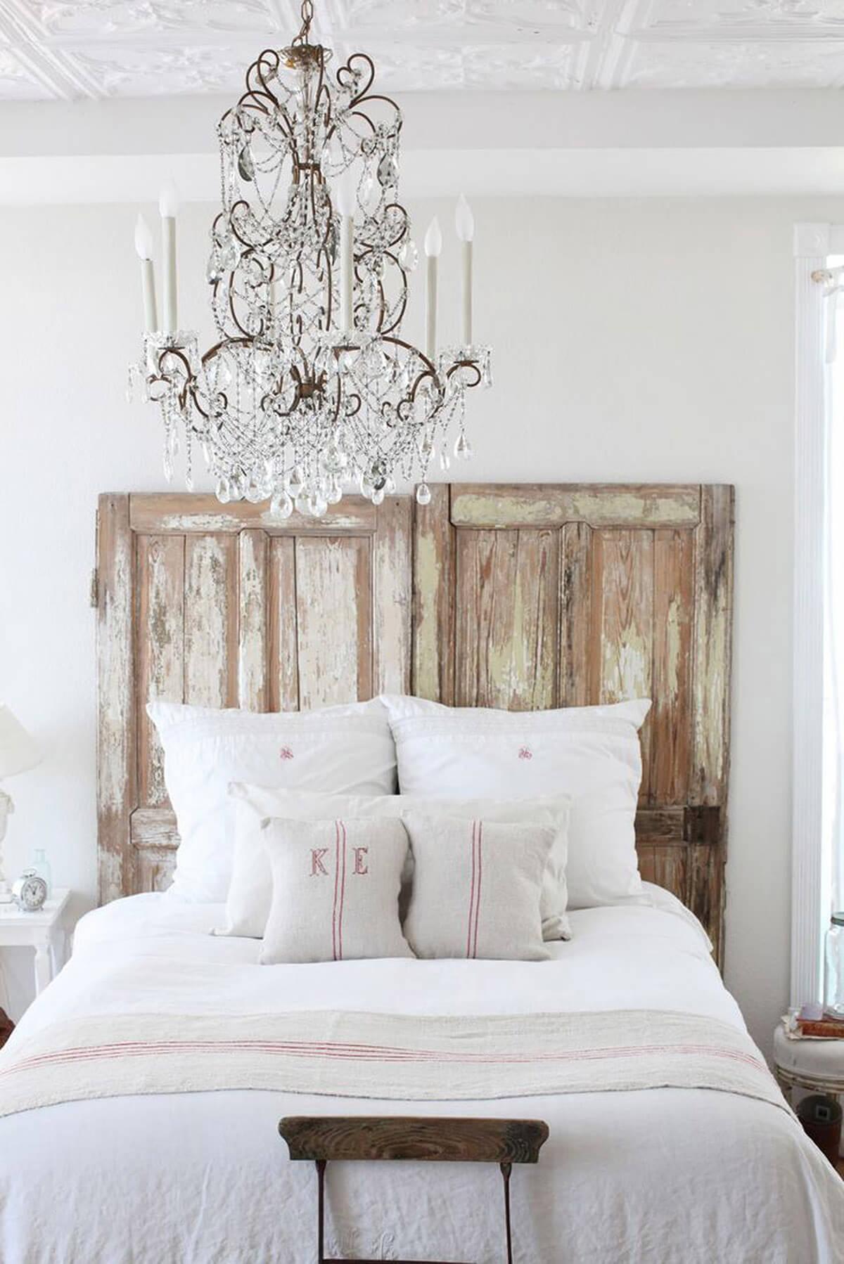 Tête de lit de porte de grange réutilisée pour ferme fantaisiste