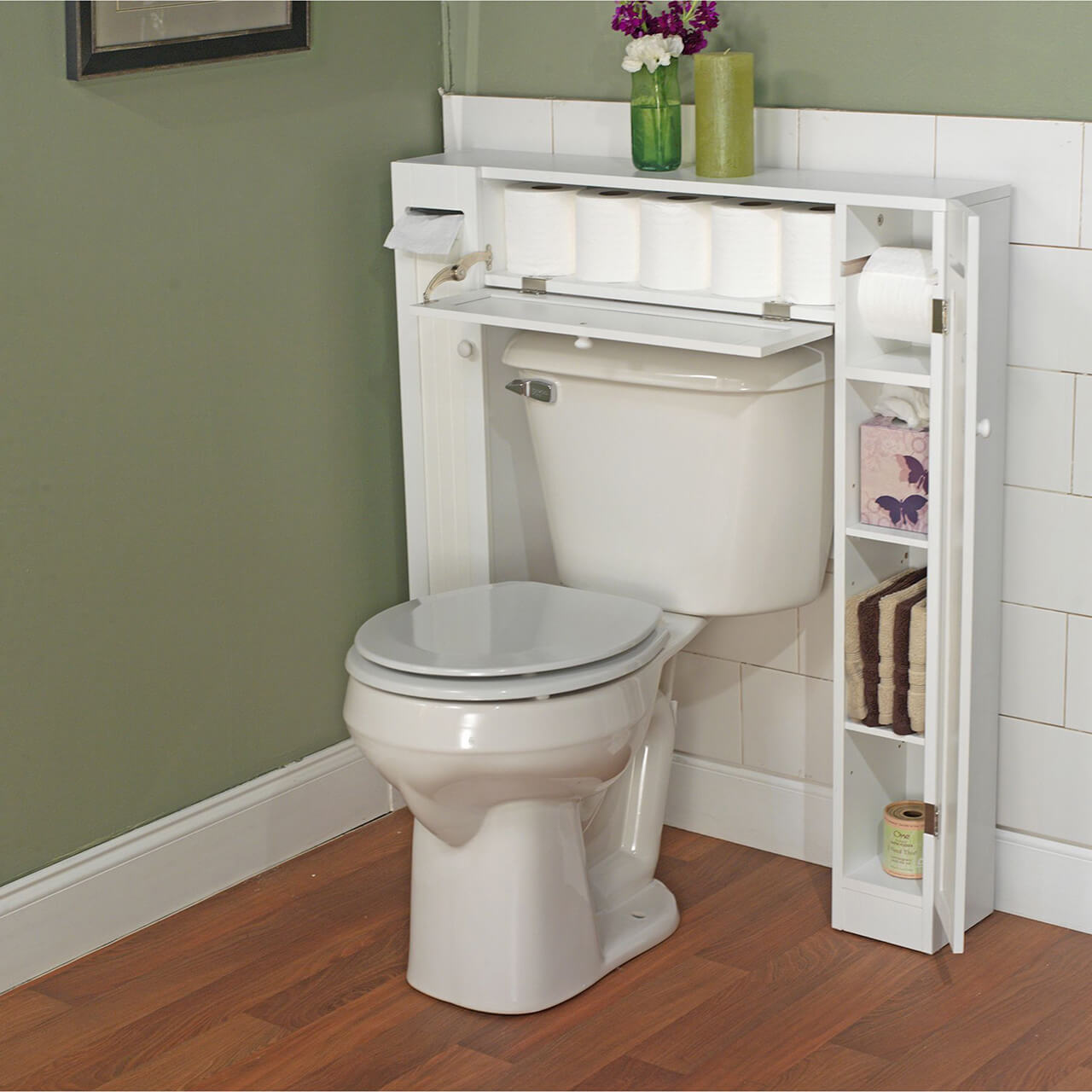 Au-dessus de l'armoire de toilette