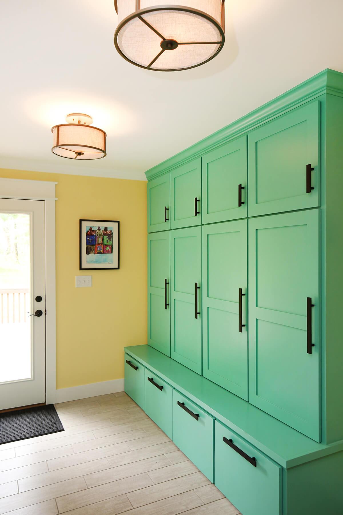 Casiers vert vif et banc intégré