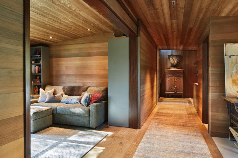 Il y a beaucoup de bois naturel habillant les intérieurs pour les rendre chaleureux et accueillants