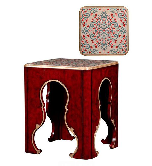 Table en bois rouge